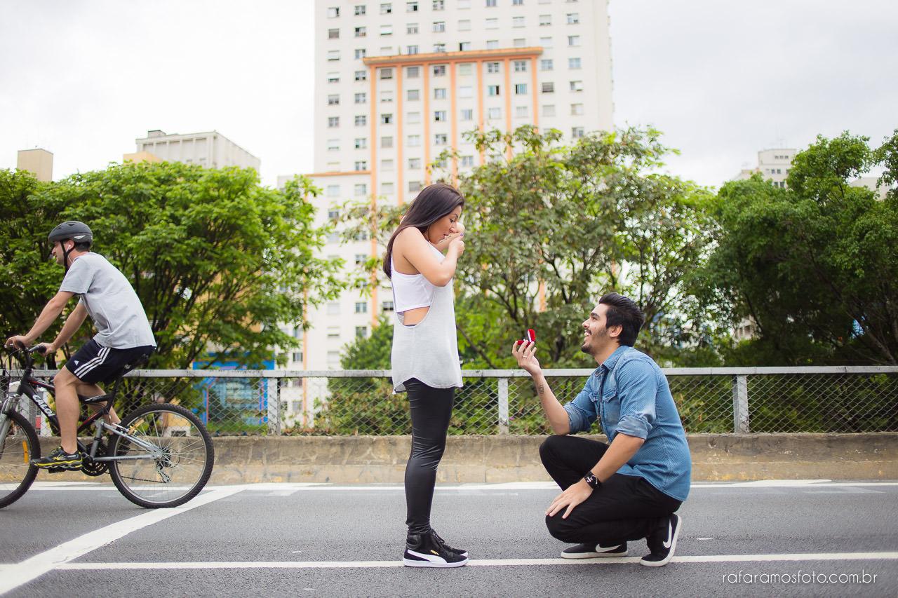 Ensaio-de-casal-ensaio-de-noivado-ensaio-pre-casamento-minhocao-sao-paulo-pedido-de-noivado-Rafa-Ramos-fotografo-de-casamento-0002-2