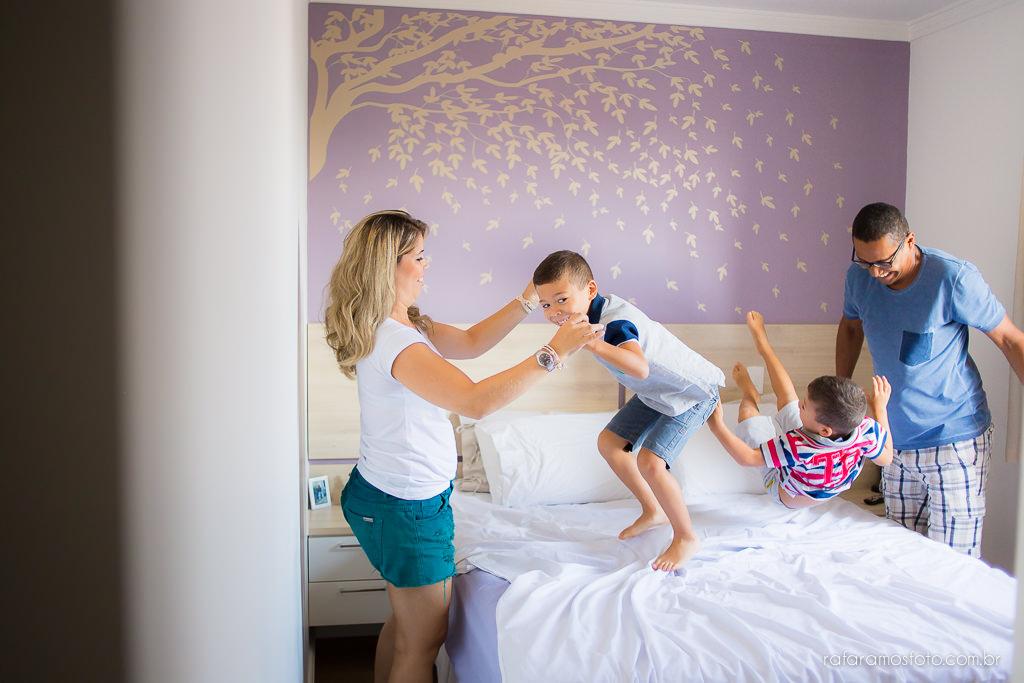 Ensaio de familia em casa ensaio de gemeos ensaio infantil ensaio divertido ensaio de familia com gemeos lifestyle Rafa Ramos Fotografia 2650