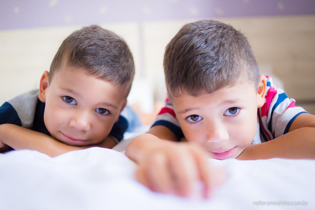 Ensaio de familia em casa ensaio de gemeos ensaio infantil ensaio divertido ensaio de familia com gemeos lifestyle Rafa Ramos Fotografia 2652