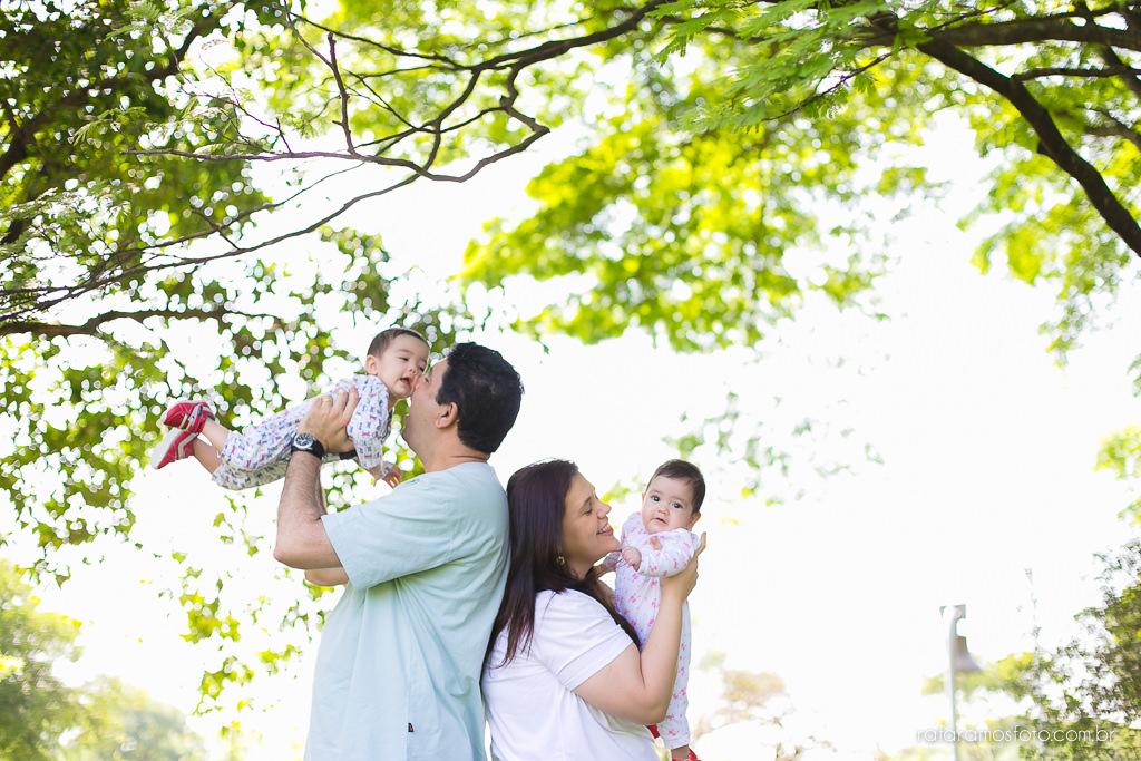 Acompanhamento infantil gêmeos, ensaio de bebes gêmeos no parque ensaio de familia no parque acompanhemento infantil bebe 6 meses 00002