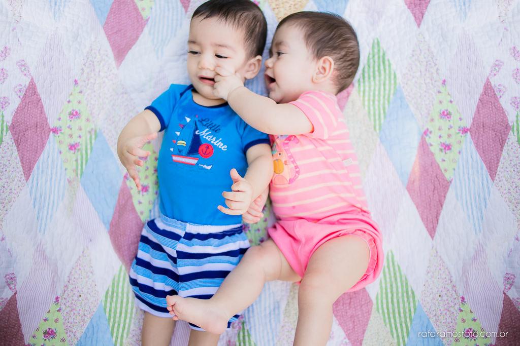 Acompanhamento infantil gêmeos, ensaio de bebes gêmeos no parque ensaio de familia no parque acompanhemento infantil bebe 6 meses 00024