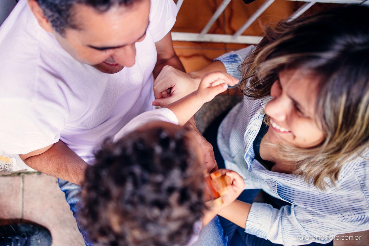 ensaio-de-familia-aclimacao-ensio-de-familia-ensaio-documental-de-familia-divertido-ensaio-lifestyle-ensaio-de-familia-em-casa-fotografia-de-familia-rafa-ramos-fotografo-de-casamento-e-familia-em-sp-casa-lila-00011
