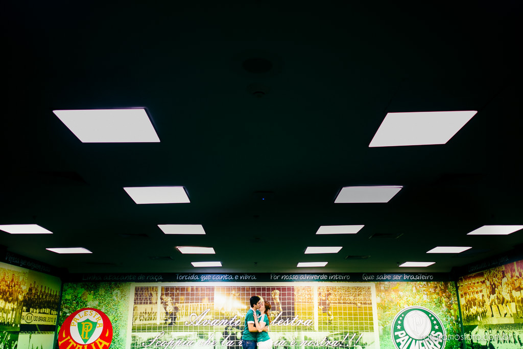ensaio-de-casal-estadio-de-futebol-ensaio-de-casal-palestra-italia-alianz-parque-ensaio-de-casal-em-sao-paulo-fotografo-de-casamento-sp-00009