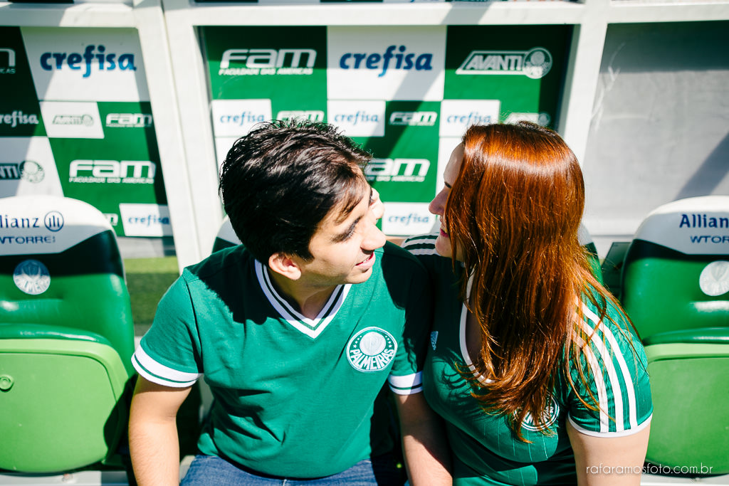 ensaio-de-casal-estadio-de-futebol-ensaio-de-casal-palestra-italia-alianz-parque-ensaio-de-casal-em-sao-paulo-fotografo-de-casamento-sp-00014