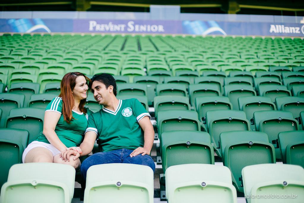 ensaio-de-casal-estadio-de-futebol-ensaio-de-casal-palestra-italia-alianz-parque-ensaio-de-casal-em-sao-paulo-fotografo-de-casamento-sp-00015