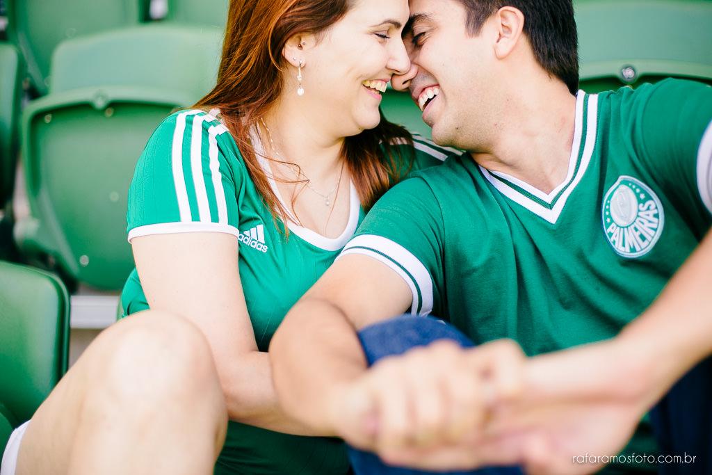 ensaio-de-casal-estadio-de-futebol-ensaio-de-casal-palestra-italia-alianz-parque-ensaio-de-casal-em-sao-paulo-fotografo-de-casamento-sp-00016