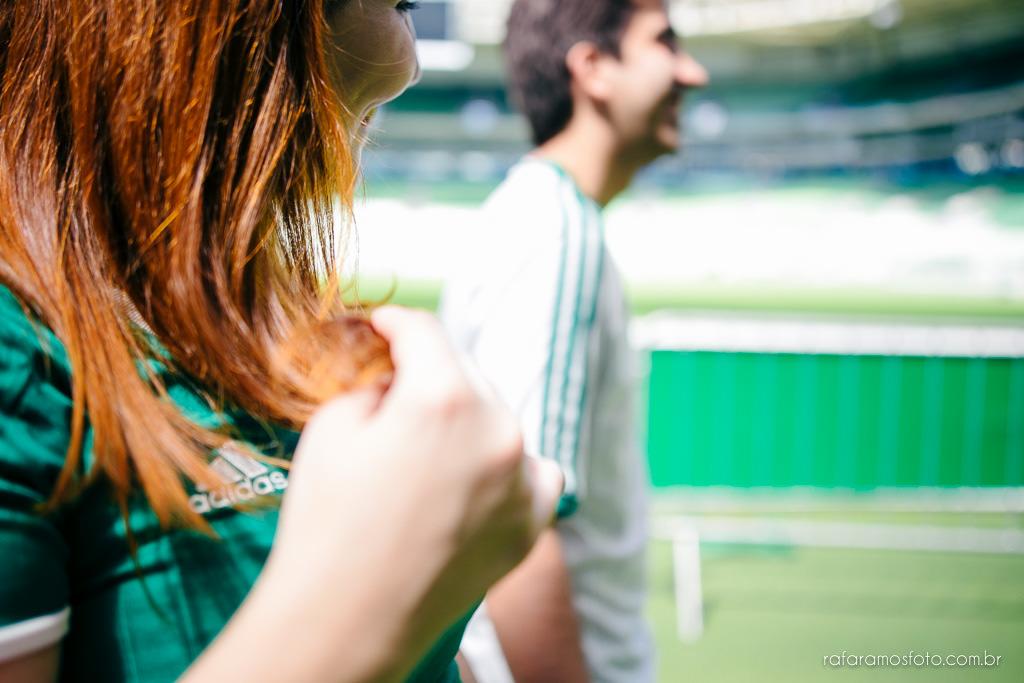 ensaio-de-casal-estadio-de-futebol-ensaio-de-casal-palestra-italia-alianz-parque-ensaio-de-casal-em-sao-paulo-fotografo-de-casamento-sp-00022