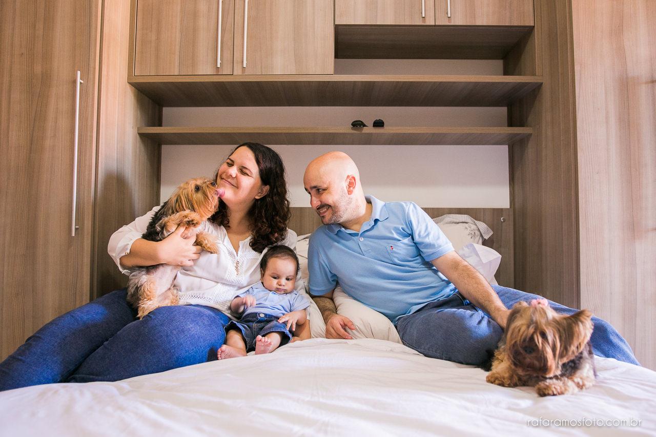 ensaio de família em casa, ensaio documental de família, book de família, fotógrafo de casamento e família zona leste, fotografo parque do carmo, bebê 3 meses, ensaio de família com cachorro, acompanhamento infantil 00025