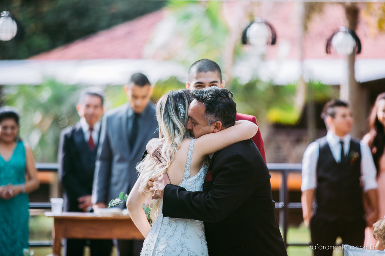 casamento boho chic casamento ao ar livre inspiracao roupa noivo terno marsala fotografo de casamento interior sp 083