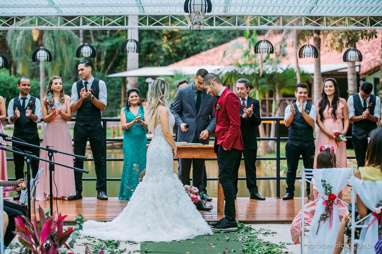 casamento boho chic casamento ao ar livre inspiracao roupa noivo terno marsala fotografo de casamento interior sp 092