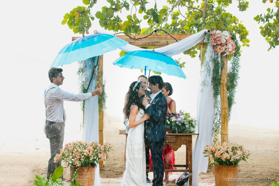Casamento Vila Salga cerimonia de casamento na praia pe na areia casamento em Ilha bela
