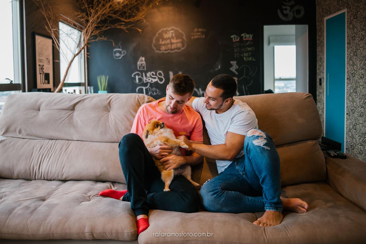 ensaio casal em casa, ensaio homoafetivo, ensaio casal GLSBT, inspiração ensaio homoafetivo, ensaio gay, casal gay, casamento homoafetivo, são paulo