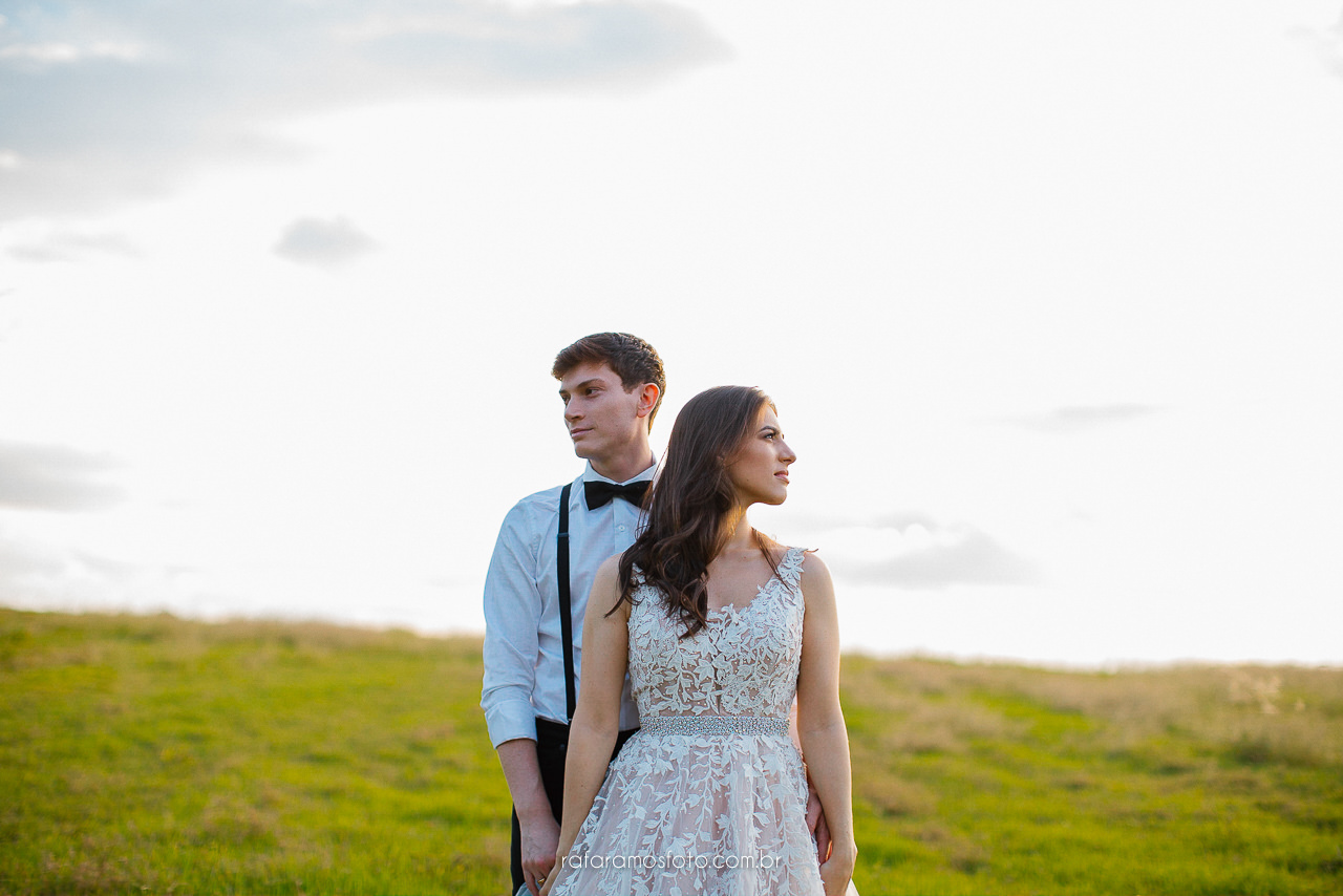 Ensaio de casal no campo, Inspiração ensaio de casal, Ensaio pre casamento, fotografo em holambra, fotografo casamento