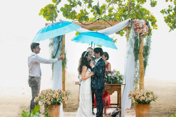 casamento na praia com chuva casamento na chuva
