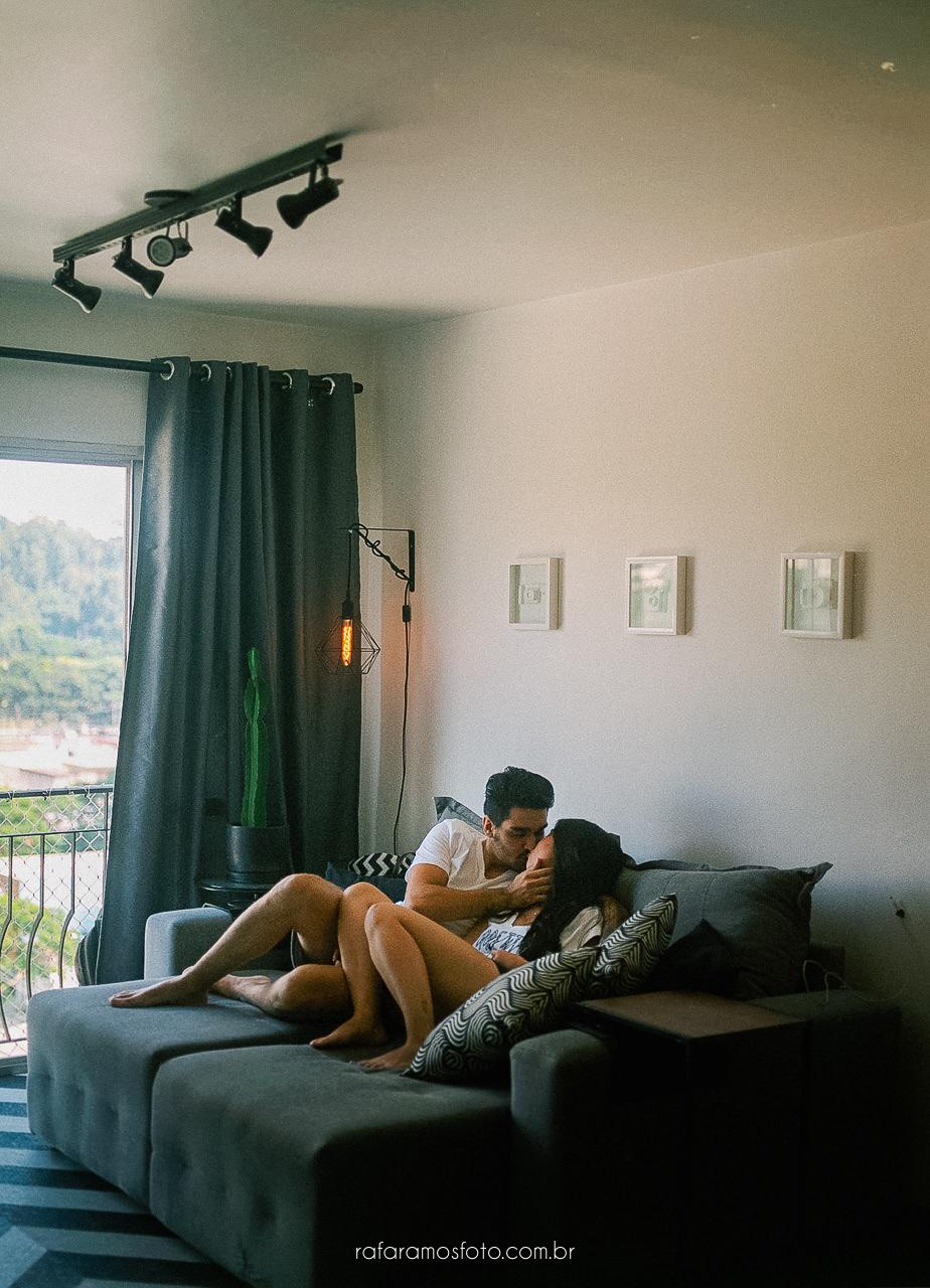 ensaio de casal em casa, ensaio de noivos em casa, ensaio pre wedding em casa, inspiracao ensaio em casa, ensaio intimista, fotografo casamento analogico, fotografo de casamento em sp, fotografia de casamento sp, rafa ramos fotografia, rafa ramos fotografo